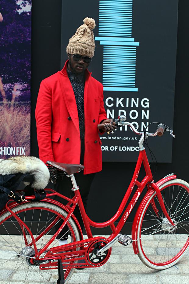Streetstyle: Неделя моды в Лондоне, часть 1. Изображение № 35.
