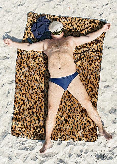 «Зона комфорта»:  Расслабленные люди на пляже. Изображение № 5.
