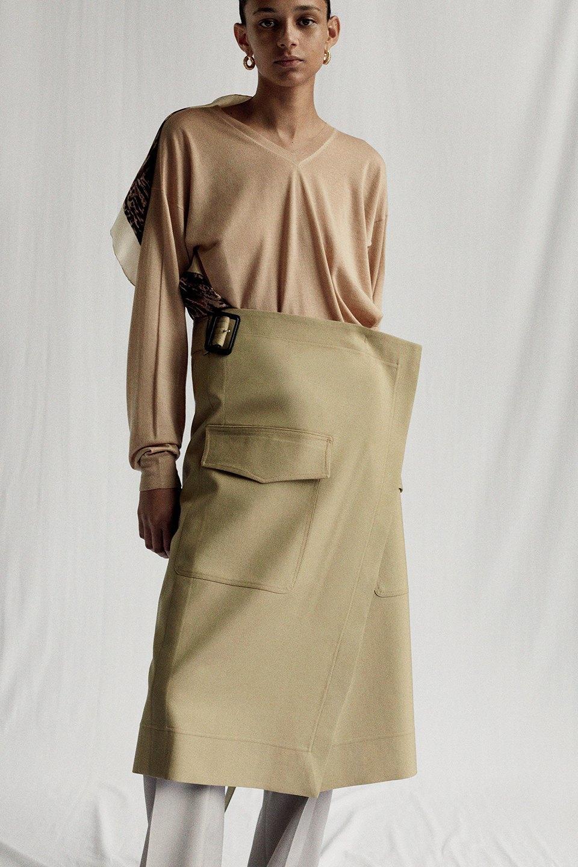 Новый лукбук Céline: Меховая обувь и идеальные костюмы. Изображение № 21.