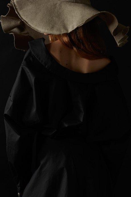 Лукбук A.W.A.K.E., вдохновлённый картинами Вермеера. Изображение № 15.