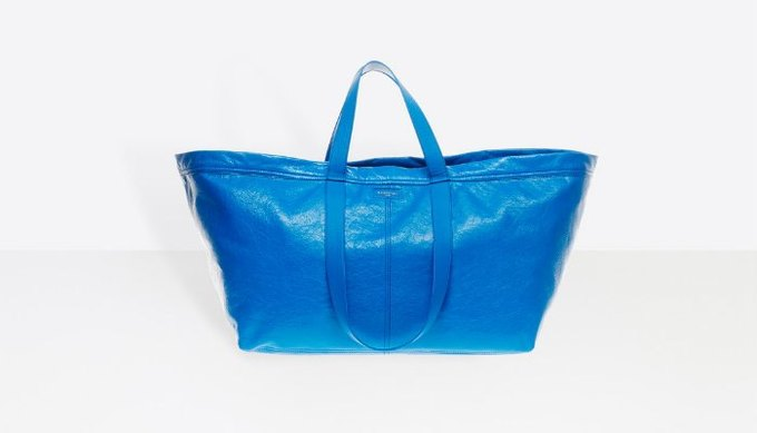 Balenciaga выпустили реплику синей сумки IKEA за 2000 долларов. Изображение № 1.