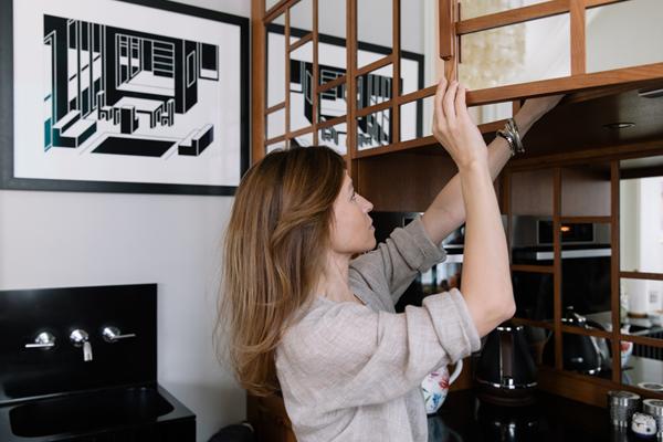 Дизайнер Linen Sky Инга Иванова у себя в гостиной. Изображение № 15.