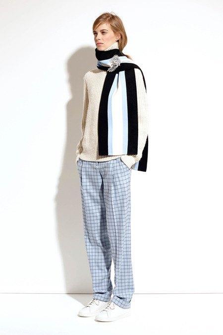 Пальто и костюмы в лукбуке новой коллекции Michael Kors. Изображение № 17.