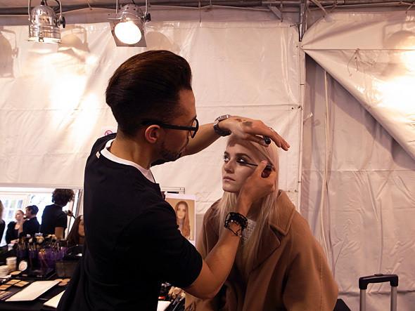 Бэкстейдж показа Chloe на Парижской неделе моды. Изображение № 7.