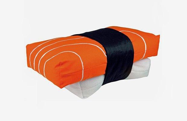 Сложить голову: 10 лучших дурацких подушек. Изображение № 9.