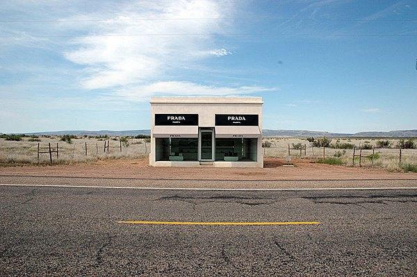 Арт-бутик Prada убирают из техасской пустыни. Изображение № 1.
