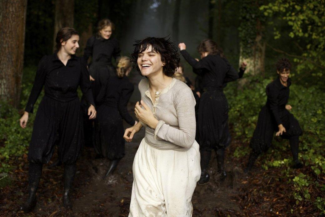 Соко о роли в «Танцовщице» и легенде модерна Лои Фуллер. Изображение № 1.