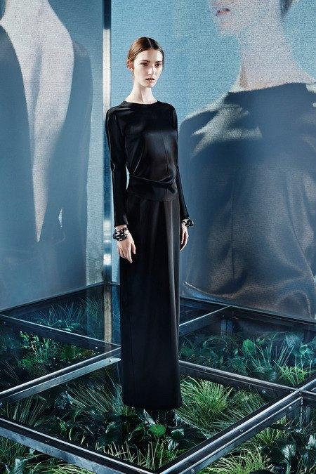 Крупная вязка и монохром в новой коллекции Balenciaga. Изображение № 1.