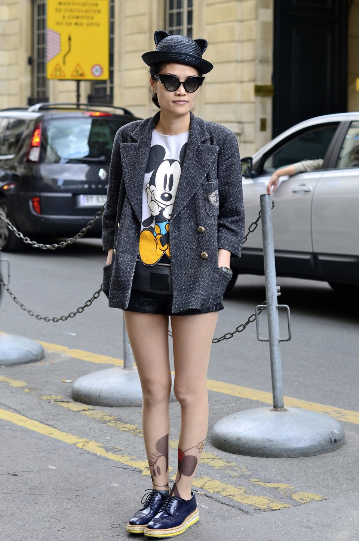 Парень в камуфляже, девушка-Микки-Маус и другие гости Paris Fashion Week. Изображение № 4.