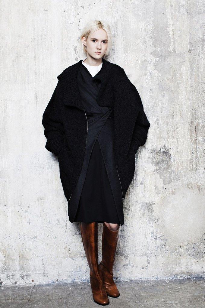 Объемная верхняя одежда в коллекции Maison Martin Margiela. Изображение № 8.