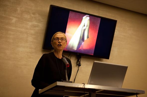 Валери Стил, доктор наук Йельского университета, директор музея нью-йоркского института технологий моды. Изображение № 60.