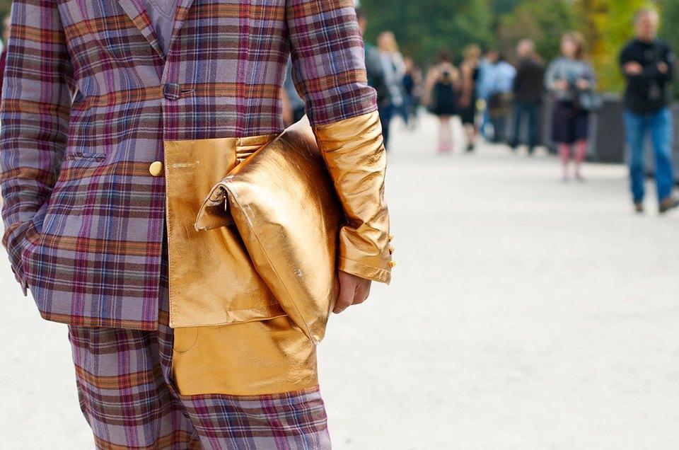 Клетка и кожа на гостях  Paris Fashion Week. Изображение № 9.