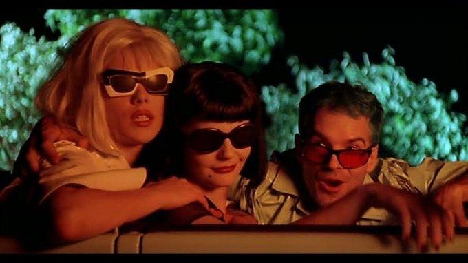 Что можно узнать  о стиле 90-х из фильма Грегга Араки «Нигде». Изображение № 37.