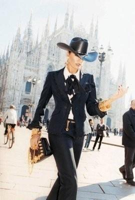 Ясмин Ле Бон в рекламной кампании Moschino SS 2011 . Изображение № 45.