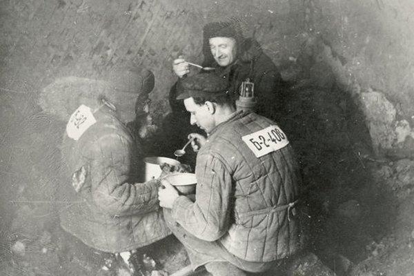 От Сталина до «петухов»: Почему российские мужчины боятся всего «гейского». Изображение № 3.