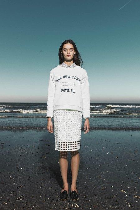 Леопардовые пальто и кружевные юбки в лукбуке Sea. Изображение № 23.