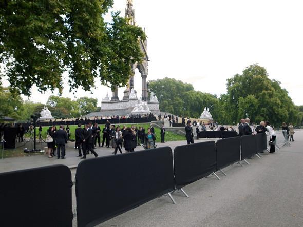 London Fashion Week: Показ Burberry Prorsum в Кенсингтонских садах. Изображение № 1.