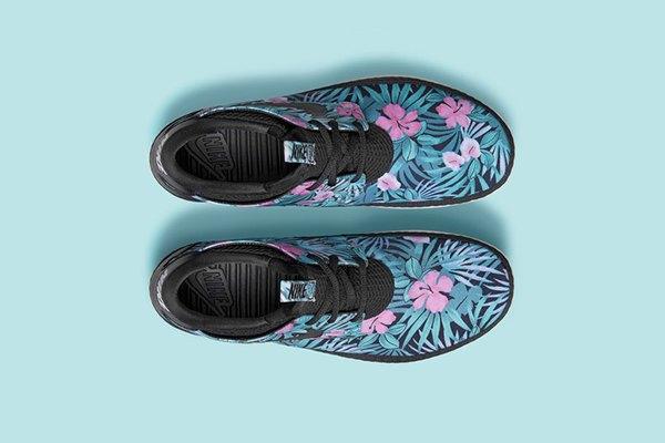 Nike Sportswear выпустила кроссовки с гавайскими принтами. Изображение № 1.
