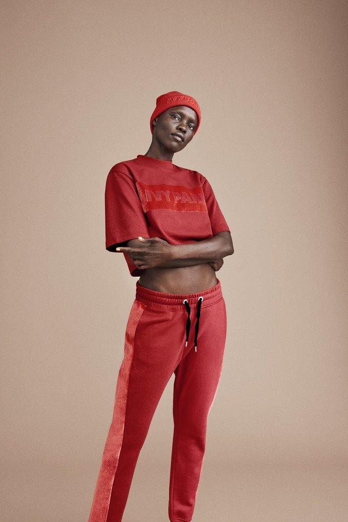 Одежда спортивной марки Бейонсе Ivy Park будет продаваться в России. Изображение № 14.