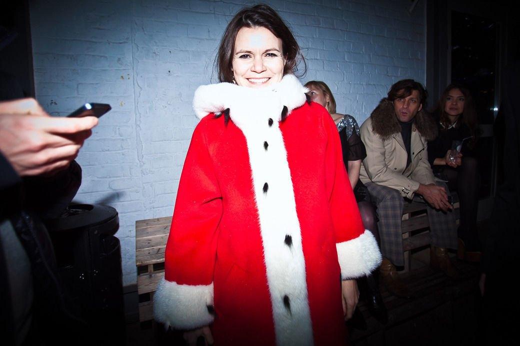 Пальто в духе 1960-х ибосоножки зимой на вечеринке Interview. Изображение № 20.