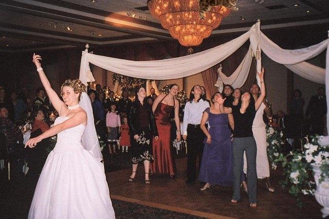 Блог Brides Throwing Cats про невест и летающих кошек. Изображение № 9.