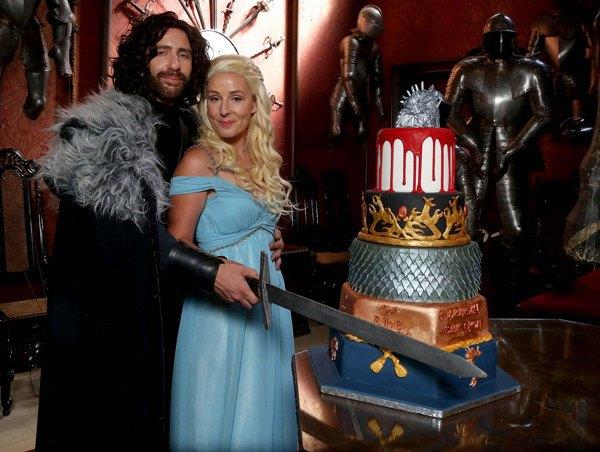 Британская пара поженилась в стиле «Игры престолов». Изображение № 12.