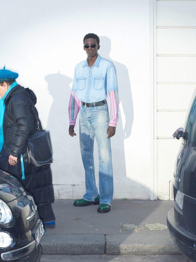 В новом лукбуке Balenciaga снялись обычные парижане. Изображение № 20.