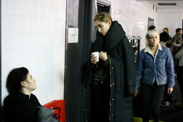 London Fashion Week: бэкстейдж показа Acne. Изображение № 5.
