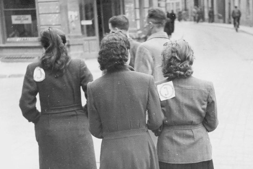 «Почувствовать себя человеком»: Истории женщин, которых не сломил Холокост. Изображение № 7.