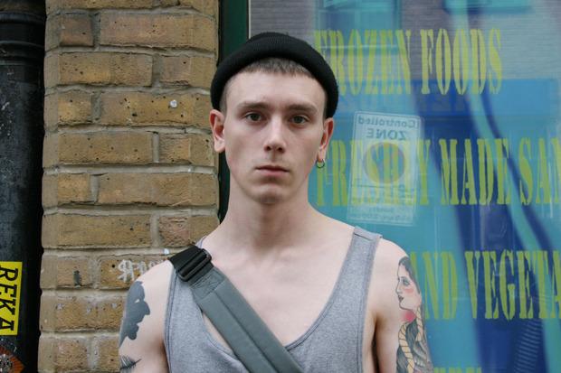 Шапки, татуировки и драгметаллы на жителях Лондона. Изображение № 11.
