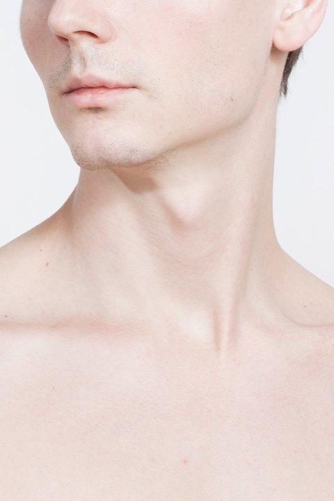 Голые и серьёзные:  Мужчины об отношении  к своему телу. Изображение № 19.