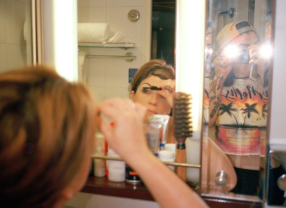 «Mom»: Жизнь американского визажиста глазами ее дочери. Изображение № 8.
