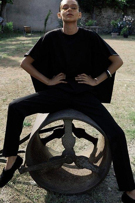 Новый лукбук Céline: Меховая обувь и идеальные костюмы. Изображение № 7.