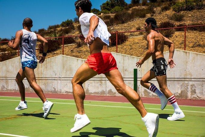 Приложение для гей-знакомств Grindr запустило линию спортивной одежды. Изображение № 1.