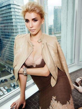 Трансгендерная модель стала героиней Elle. Изображение № 1.