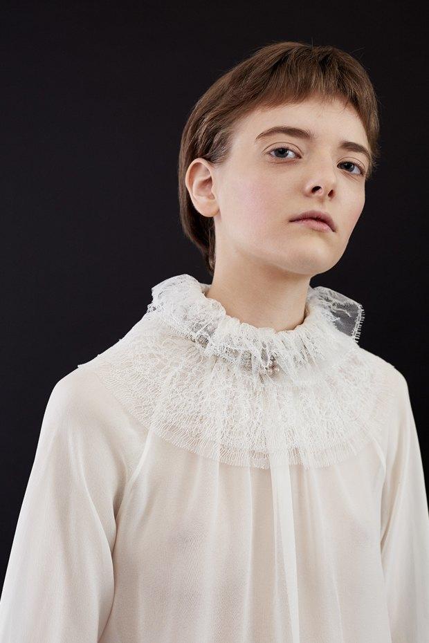 Нежный возраст:  Блузы и рубашки  с высоким воротом. Изображение № 1.