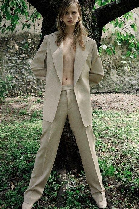Новый лукбук Céline: Меховая обувь и идеальные костюмы. Изображение № 4.