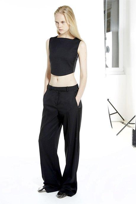 С чем носить широкие брюки: 6 актуальных вариантов. Изображение № 3.
