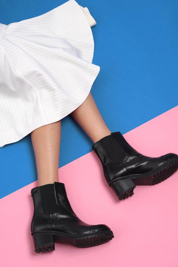 Ревизия:  6 пар массивной обуви . Изображение № 1.