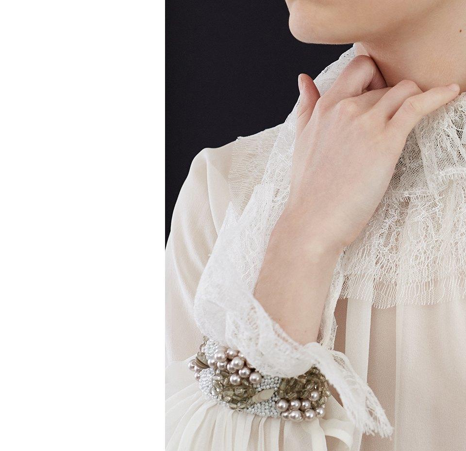 Нежный возраст:  Блузы и рубашки  с высоким воротом. Изображение № 2.