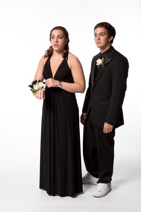 «Выпускные пары»:  Нарядные и неловкие. Изображение № 19.