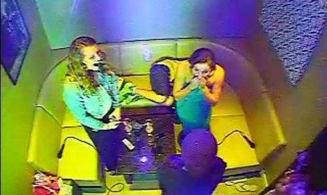Бейонсе нагрянула к поклонницам в караоке. Изображение № 1.