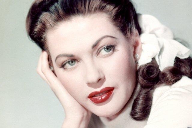 Как менялась роль макияжа в жизни женщины. Изображение № 3.