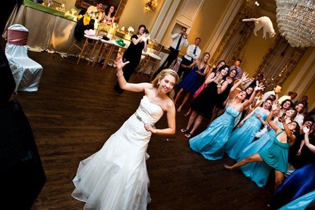 Блог Brides Throwing Cats про невест и летающих кошек. Изображение № 8.
