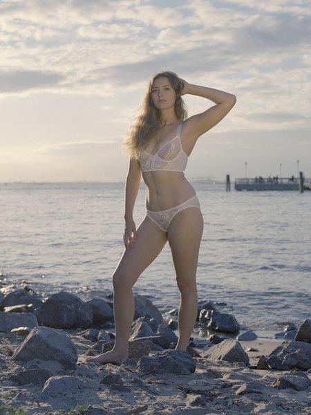 Марка белья Lonely выпустила новую бодипозитивную кампанию. Изображение № 15.