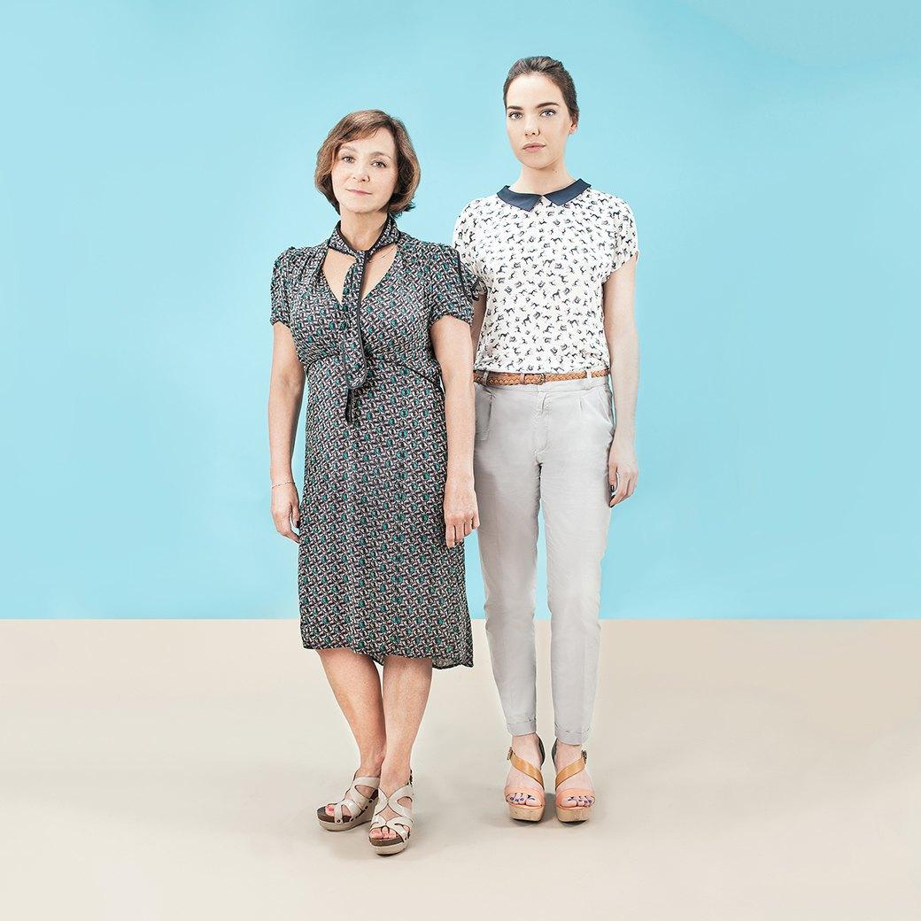 Девушки в любимых  нарядах мам  и наоборот. Изображение № 8.