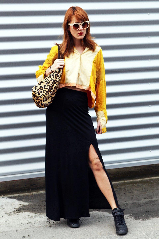Укороченный топ и макси-юбку с разрезом можно носить не только на показы, но и в повседневной жизни. Изображение № 17.