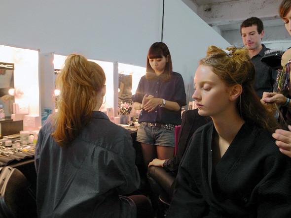 London Fashion Week: Репортаж с бэкстейджей House of Holland и Vivienne Westwood. Изображение № 4.