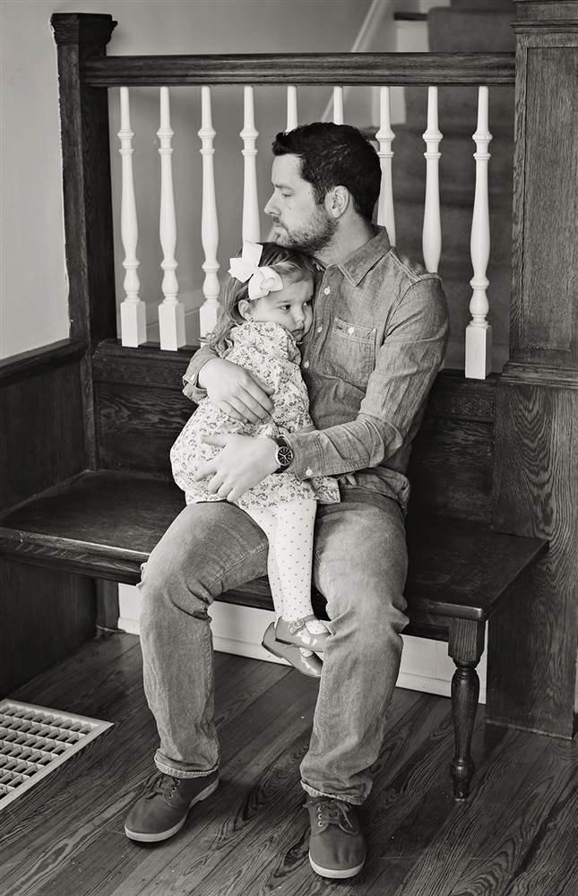 Отец и дочь воссоздали фото с умершей мамой. Изображение № 3.