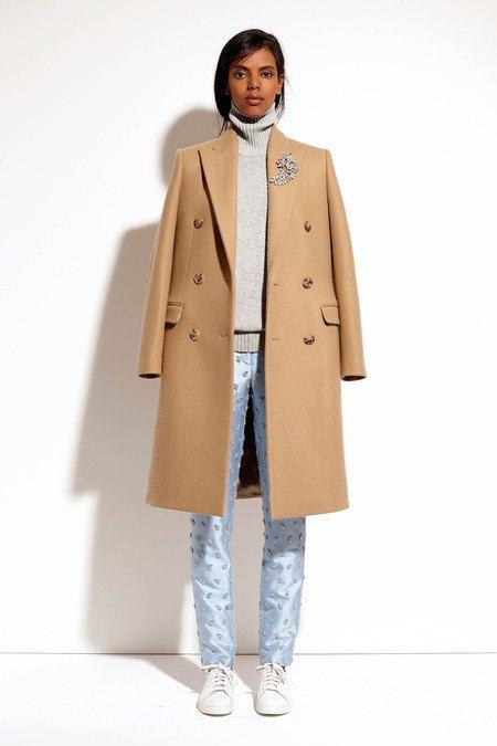 Пальто и костюмы в лукбуке новой коллекции Michael Kors. Изображение № 32.